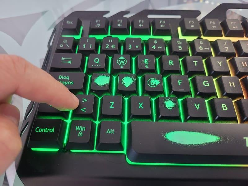 poner símbolo mayor que en el teclado.